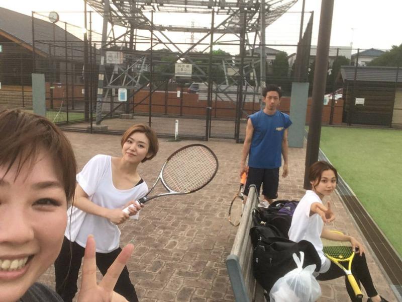 休日はみんなでテニス
